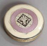 Lot 12 - Puderdose, Österreich, um 1920, Sterling Silber, bez. Made in Austria, rund, Deckel undBoden