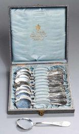 Lot 10 - Zwölf Austernlöffel, dt., um 1910, Silber 800, Griffe mit Linear-Randdekor, zus. ca. 310gr.