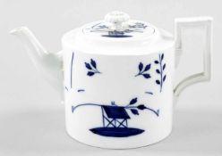 """TeekannePorzellan, Meissen, 19.Jh. Unterglasurblaues """"Tischchenmuster"""" m. plast. Blütenknauf u. J-"""