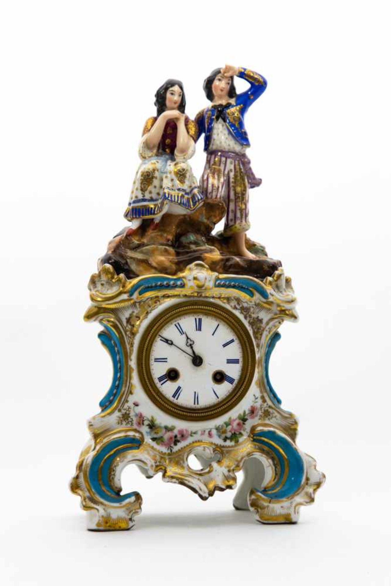 Porzellan - Uhr,Ungarn um 1860, Pärchen auf Felsen, Höhe 35 cm, Aufsatz lose.