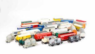 Großes Konvolut Güterwaggons113-tlg., Märklin, Brawa, Roco und Trix, H0, 83 Güterwaggons ohne