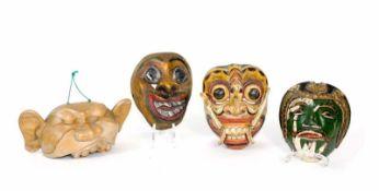Asiatische Masken4-tlg., u.a. Rangda-Maske aus Bali, Hanuman-Maske und Ceylon-Gesundheitsmaske aus