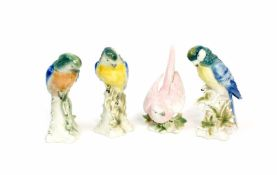 Konvolut Sittiche4-tlg., Wagner & Apel, 20. Jh., Porzellan, weiß, farbig staffiert, Höhe 18 - 21 cm,