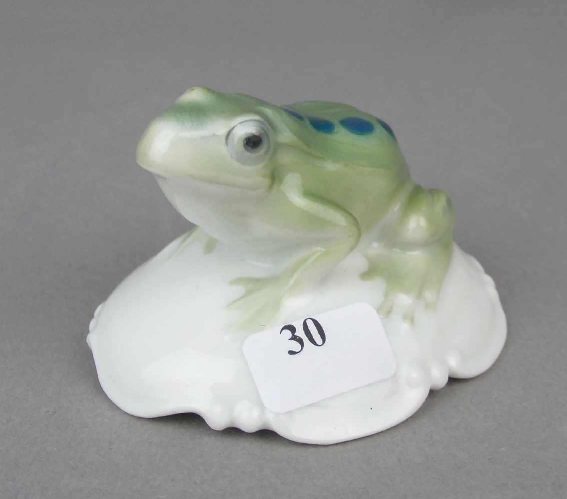"""Lot 30 - PORZELLANFIGUR / porcelain figure: """"Frosch"""", Manufaktur Rosenthal, Zweigwerk Bahnhof Selb,"""
