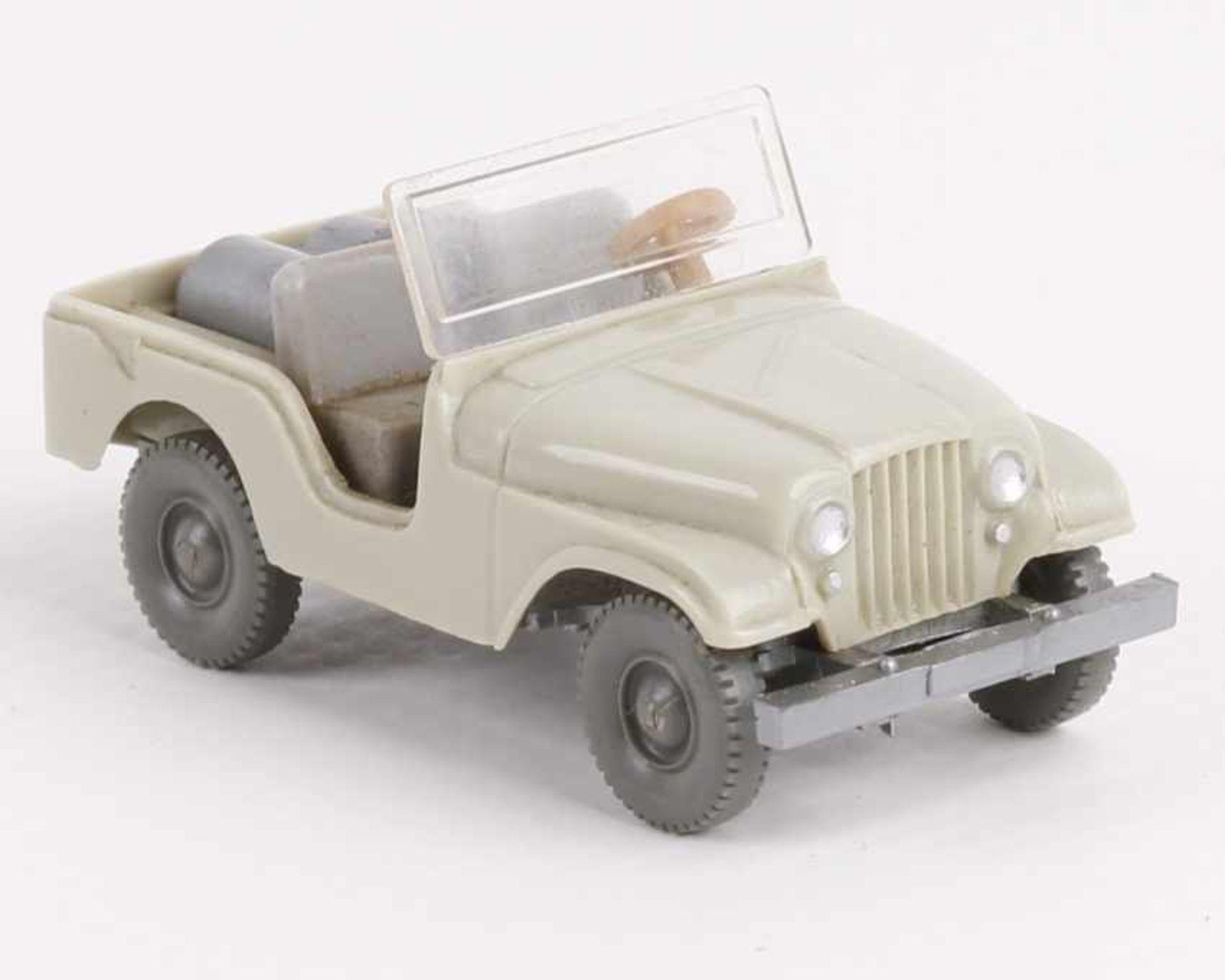 Los 1045 - WikingFarmer Jeep h'grünbeige12/1b, neuwertig