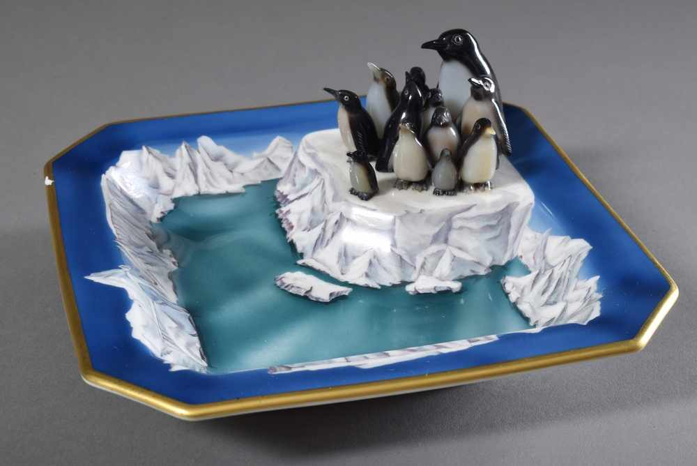 """Lot 37 - Juwelier Friedrich Ascher """"Pinguine"""", Achat auf handbemalter Höchst Porzellanschale, sign. """""""