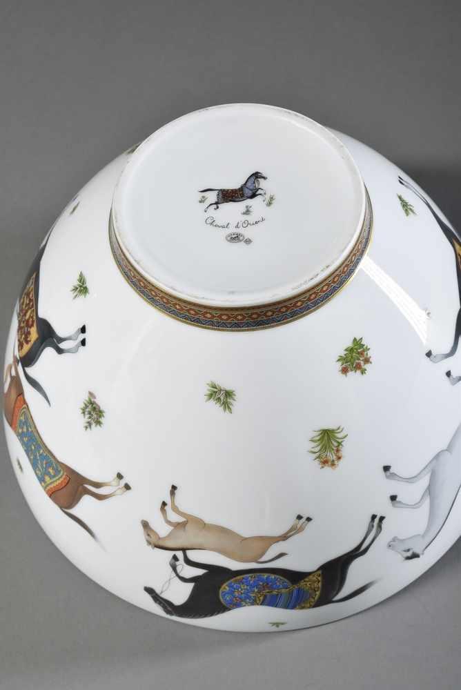 """Lot 21 - Große Hermès Porzellan Schale """"Cheval d'Orient"""" mit farbigem Druckdekor, H. 17cm, Ø 26cmLarge Hermès"""