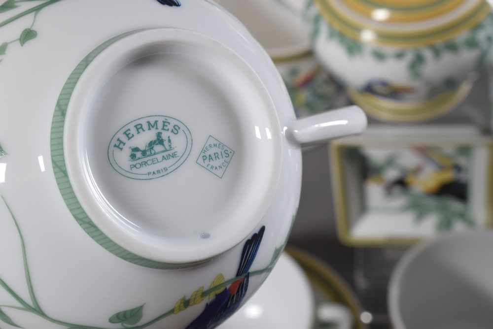 "Lot 22 - 29 Teile Hermès Kaffee-Teeservice ""Toucans"", farbiges Druckdekor, bestehend aus: 1 Kaffee/"