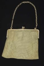 Lot 52 - Gewebte GG 585 Abendtasche mit 2 Saphircabochons, 280g, 17,5x13,3cmWoven GG 585 evening bag with 2