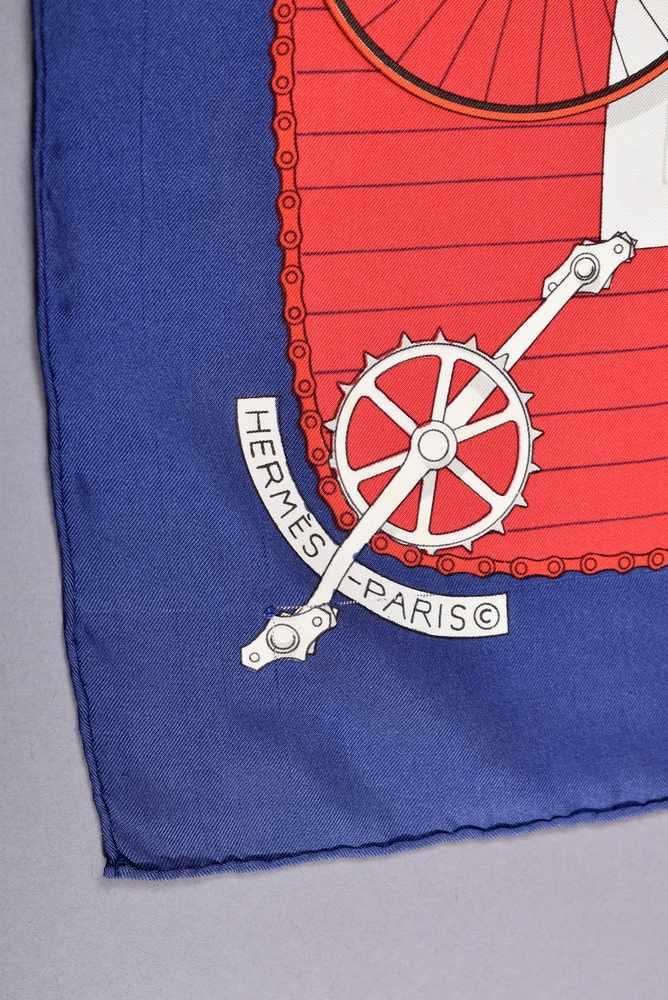 "Lot 15 - Hermès Carree ""Les Becanes"", Entw.: Hugo Crykar 1954, Seide, 90x90cm, ZiehfädenHermès Carree ''Les"