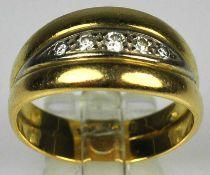 RING bicolor, gebogte Schauseite mit Band aus 5 Diamanten, Gelbgold 18ct, 5,3g, Gr. 56