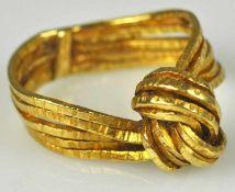 RING aus fünf Bändern in der Mitte zum Knoten geformt, Gelbgold, 18ct, Goldschmiedestempel, 6,78g,