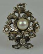 RING Blüte besetzt mit Rosendiamanten und weisser Zuchtperle in der Mitte, antik, Silber, auf