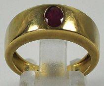 RUBINRING breites Band mit ovalem Rubin in der Mitte, polierte Gelbgoldfassung 14ct,