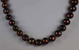 2 MODESCHMUCKKETTEN Collier aus pastellfarbenen Perlen mit Silberschloß und Collier mit braunen