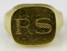 """MONOGRAMMRING mit ovaler Goldplatte, darauf ziseliertes Monogramm """" RS"""", Gelbgold 14ct, 3,8g, Gr."""