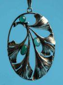 Anhänger mit drei grünen Achat-Cabochons, 30-er Jahre. 830/- Silber. Gesamtgewicht ca.9 g. Ovale