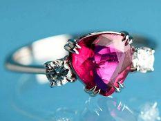 Ring mit natürlichem Rubin 1,705 ct und 2 Brillanten, zusammen ca. 0,16 ct, 21. Jh. 750/-