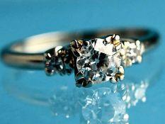 Solitärring mit Altschliff-Diamant ca. 0,5 ct, 80-er Jahre. 585/- Weißgold. Gesamtgewicht ca. 2,8 g.