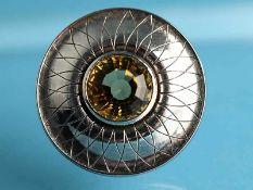Brosche mit Citrin, Goldschmiedearbeit, 20. Jh. 800/- Silber. Gesamtgewicht ca. 18,9 g. Runde,