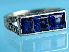 Ring mit 3 natürlichen Saphiren und 20 kleinen Diamantrosen, Frankreich, Art Déco. Platin (Säure