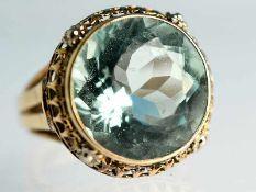 Ring mit wohl Aquamarin, Goldschmiedearbeit, 60- er Jahre 585/- Gelbgold. Gesamtgewicht ca. 8,4 g.