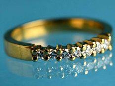 Ring mit 7 Brillanten, zusammen ca. 0,2 ct, 21. Jh. 750/- und 925/- Gelbgold gestempelt.