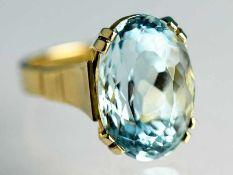 Ring mit Aquamarin, 60- er Jahre 585/- Gelbgold. Gesamtgewicht ca. 7,2 g. Hochoval. Erhöhte