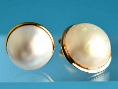 2 verschiedene Marbé-Ohrclips, 90- er Jahre 585/- Gelbgold. Gesamtgewicht ca. 7,3 g. Creméfarbene