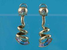 Paar Ohrgehänge mit Farbstein-Carres und 2 Brillanten, zusammen ca. 0,12 ct, 90- er Jahre 750/-