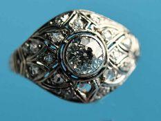 Ring mit Altschliff-Diamant ca. 0,7 und ca. 20 kleinen Diamanten, zusammen ca. 0,15 ct, Art Deco