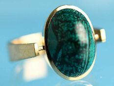 Ring mit grün-marmorisierendem Achat, Goldschmiedearbeit, 90- er Jahre 585/- Gelbgold. Gesamtgewicht