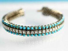 Armband mit 102 kleinen Türkis-Cabochons und 51 Brillanten, zusammen ca. 3,5 ct, 80- er Jahre