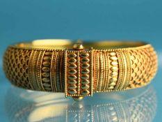 Armreif, indische Goldschmiedearbeit, 20. Jh. Mindestens 750/- Gelbgold. Gesamtgewicht ca. 36,1 g.