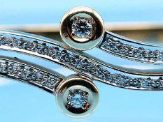 Armreifen mit 21 Brillanten- und Diamanten, zusammen ca. 0,3 ct, 90- er Jahre 585/- Gelbgold.