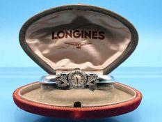 Spangenuhr mit Diamanten, zusammen ca. 0,5 ct, bezeichnet Longines, Mitte 20. Jh. 750/- Weißgold.