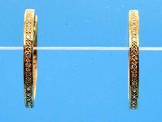 Paar Creolen mit ca. 48 Diamanten, zusammen ca. 0,3 ct, 21. Jh. 750/- Gelbgold. Gesamtgewicht ca.