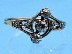 Ring mit 3 Altschliff- Diamanten, zusammen ca. 0,3 ct, Art Deco 585/- Gelbgold mit Silber