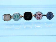 5 verschiedene Siegelringe mit gravierten Achaten, 21. Jh. 925/- Silber. Gesamtgewicht 61 g.