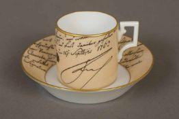 KPM BERLIN Andenkentassemit Druckdekor einer Handschrift Friedrichs des Großen, Empire-Form,
