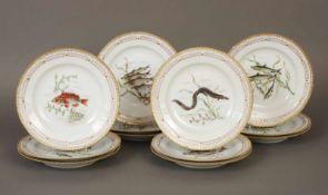 12 ROYAL COPENHAGEN Speise-/Fischteller ¨Flora Danica¨Porzellan, Hausmalerei (am Boden signiert ¨