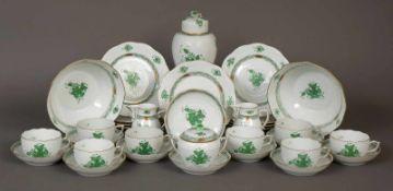 HEREND TeeserviceDekor ¨Apponyi grün¨, bestehend aus 7 Tassen mit Untertassen, 8 Kuchentellern, 2