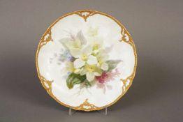 KPM BERLIN Tellerum 1914 (Kriegsmarke), üppige Floralmalerei (Bouquet), Rocaillerand mit