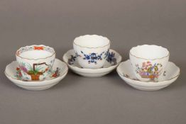 3 MEISSEN Mokka-Tassen mit Untertassen1x ¨Reicher blauer Hofdrache¨, 1x ¨Indische Blume¨ und 1x ¨