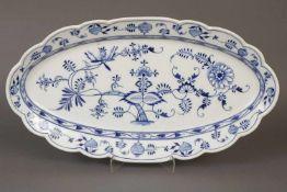 Große TEICHERT (Meissen) FleischplatteZwiebelmusterdekor, ovale Platte, Form ¨Neuer Ausschnitt¨,