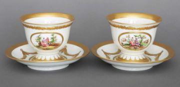 Paar große MEISSEN Tassen mit Untertassengoldenes Girlandendekor, schauseitig ovale Reserven ¨