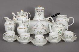 Umfangreiches Kaffeeservice im Empire-Stilwohl Frankreich, 19. Jhdt., feines Floraldekor mit