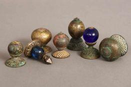 Konvolut Mandarin-KnöpfeQing Dynastie (1644-1912), diverse, Metall, vergoldet, Peking-Glas u.a., L