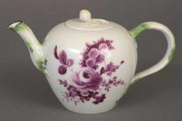 MEISSEN Teekanne um 1750-1780, bauchiger Korpus mit geschwungenem Ausguss und Henkel in Astform,