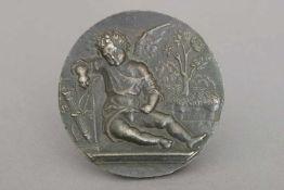 PSEUDO ANTONIO DA BRESCIA (aktiv um 1487-1514) Reliefplakette ¨Schlafender Amor¨Bronze, dunkel